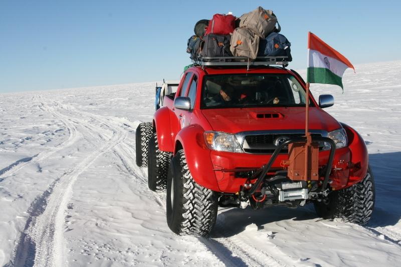 2010 Hilux South Pole 01