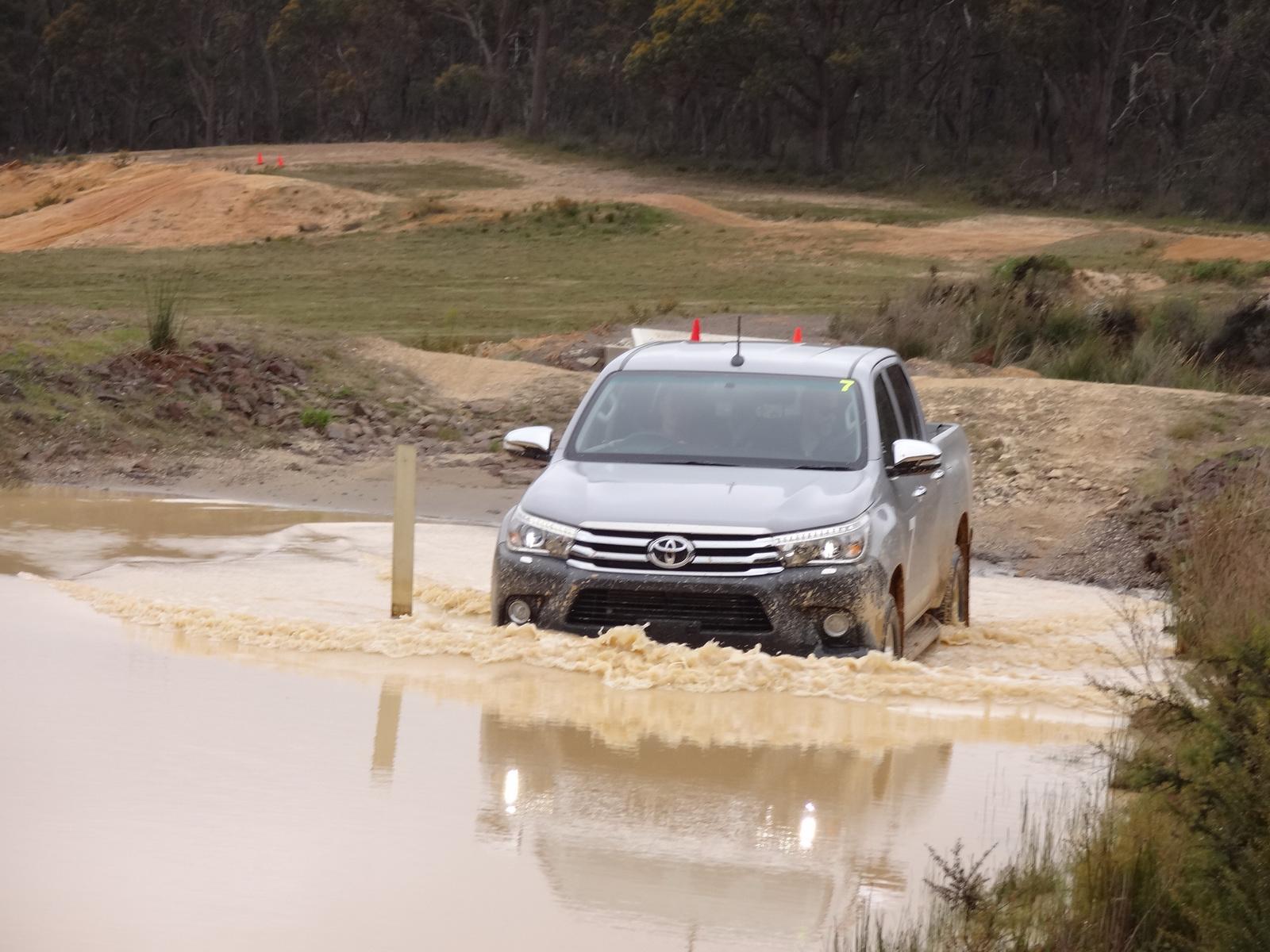 2016-Toyota-Hilux-14