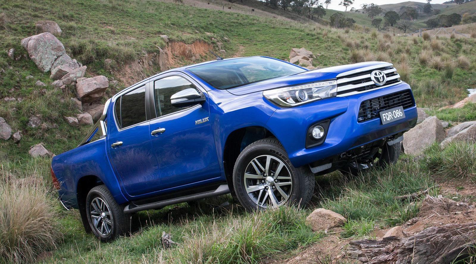 2016-Toyota-Hilux-17