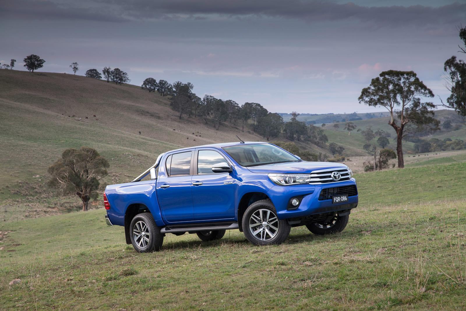 2016-Toyota-Hilux-19
