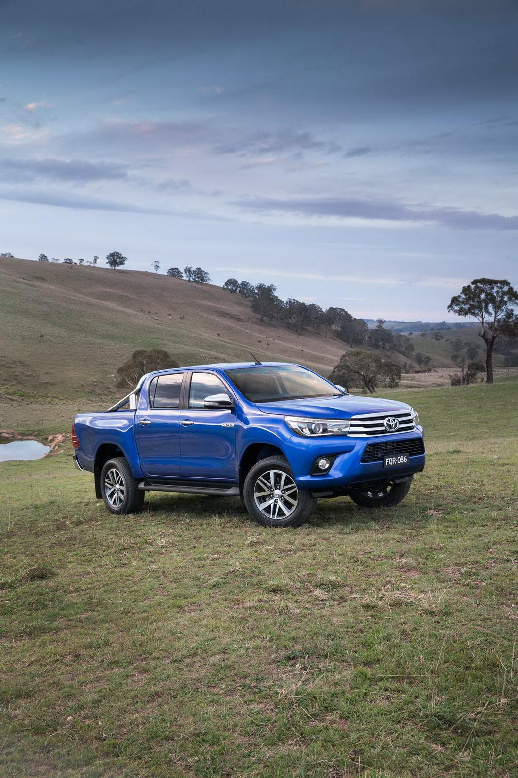 2016-Toyota-Hilux-22