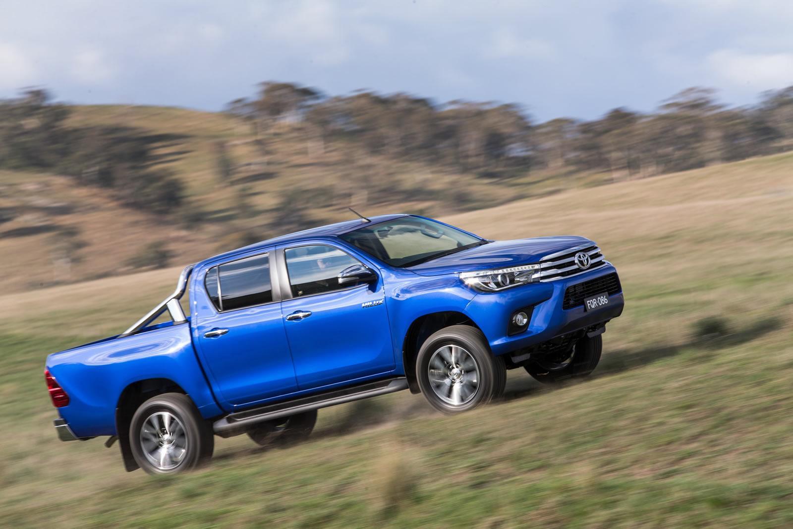 2016-Toyota-Hilux-28