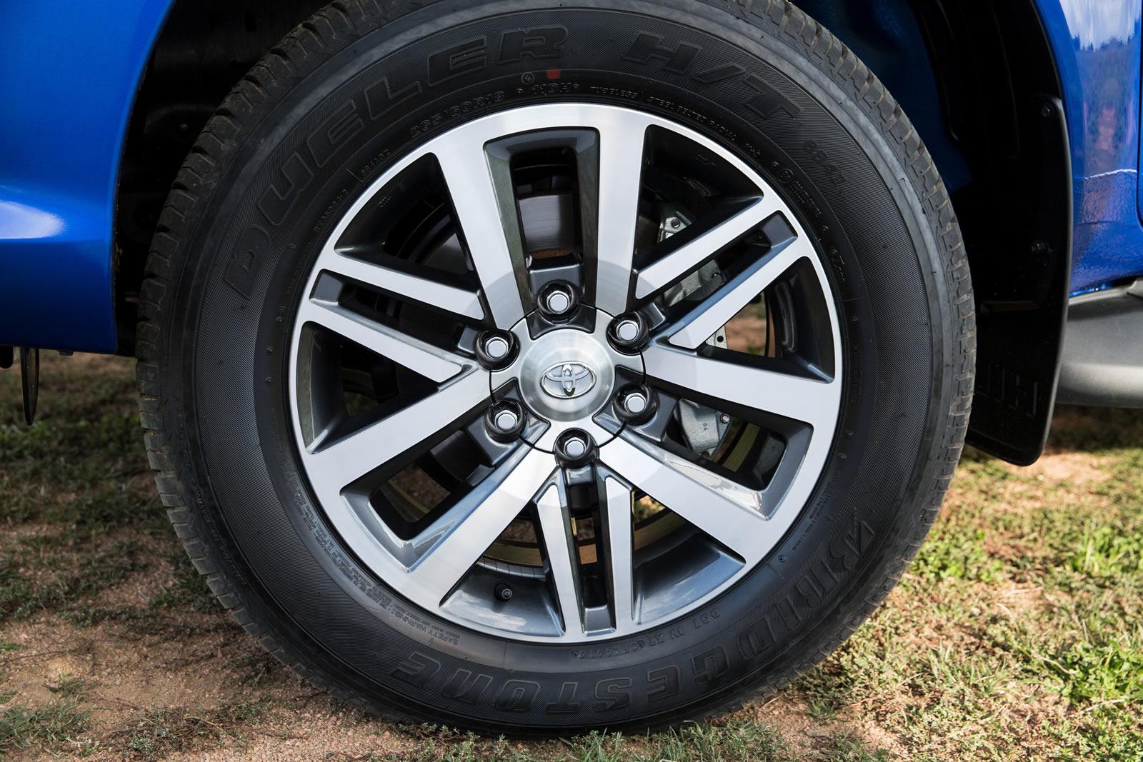 2016-Toyota-Hilux-31