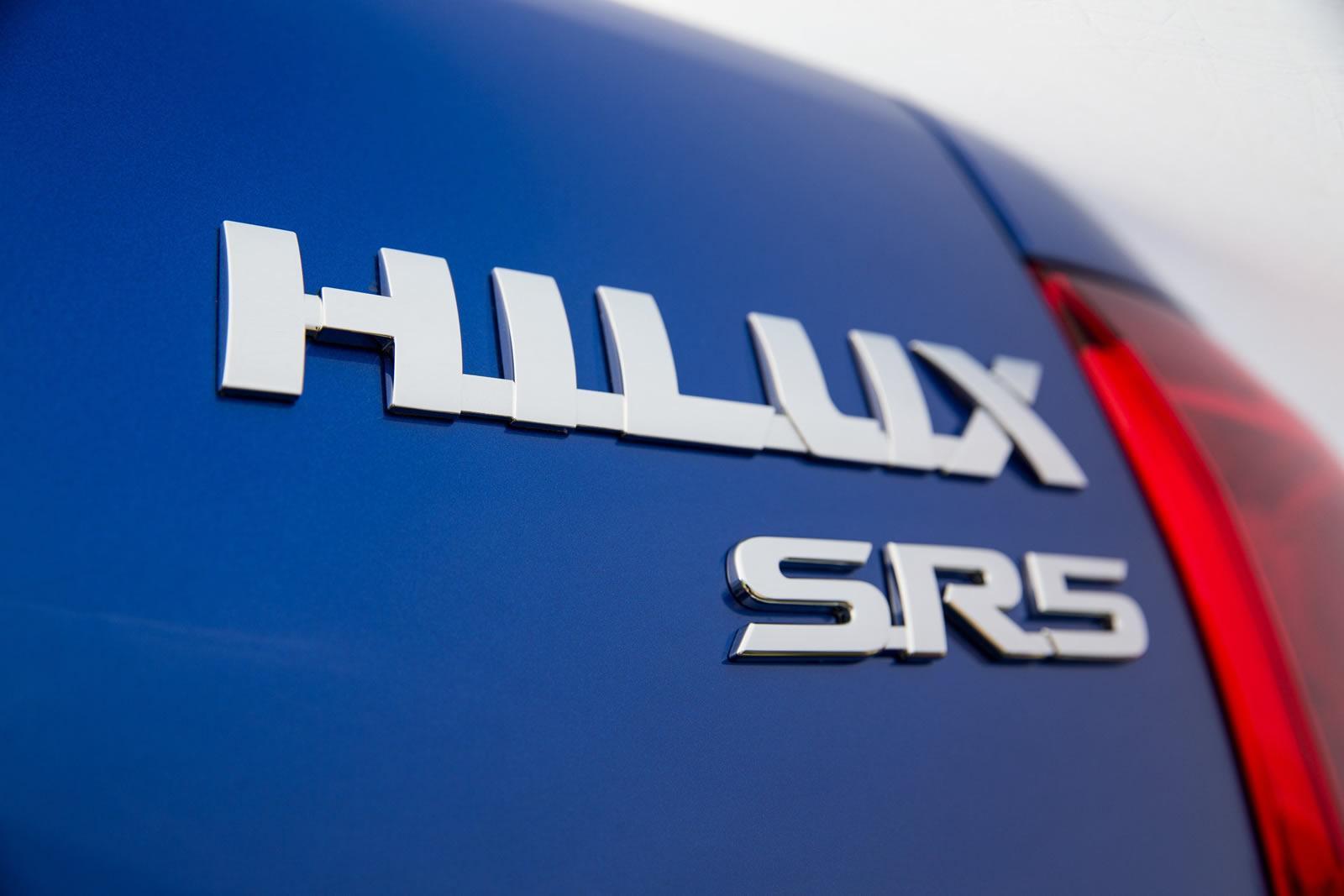 2016-Toyota-Hilux-33