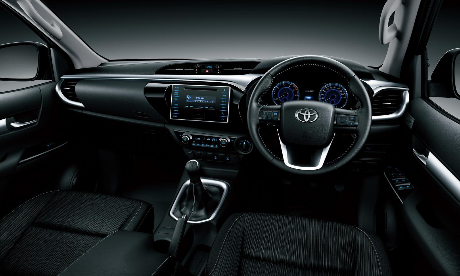 2016-Toyota-Hilux-8
