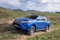 2016-Toyota-Hilux-16