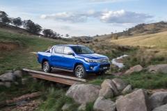 2016-Toyota-Hilux-18