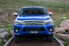 2016-Toyota-Hilux-27