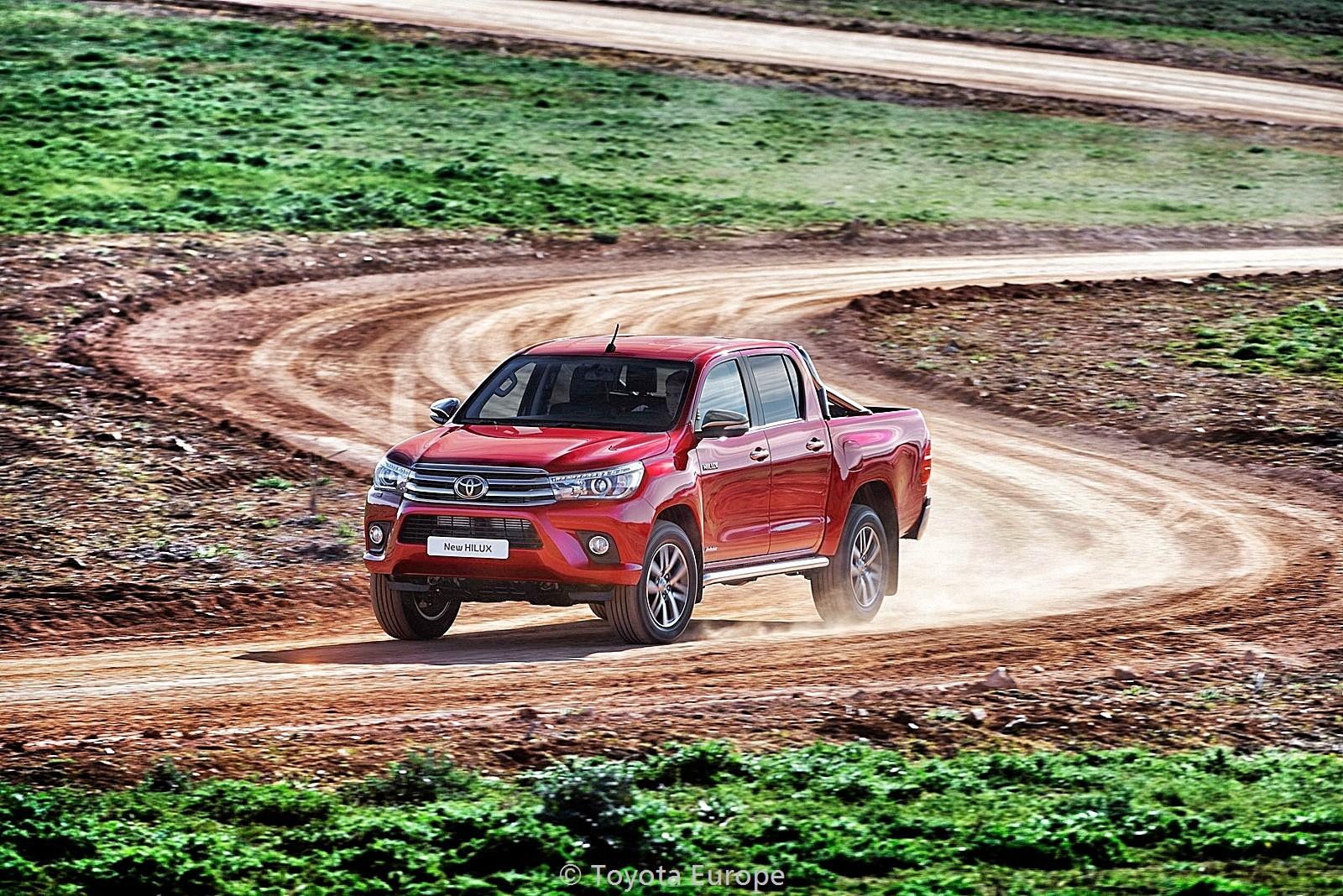 Toyota-Hilux-EU-spec-9_Snapseed